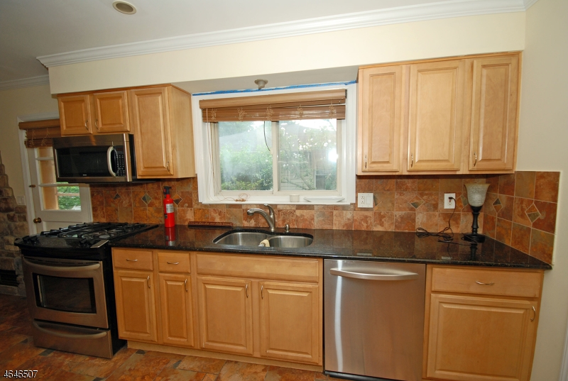 Additional photo for property listing at 74 Luddington Road  West Orange, New Jersey 07052 États-Unis