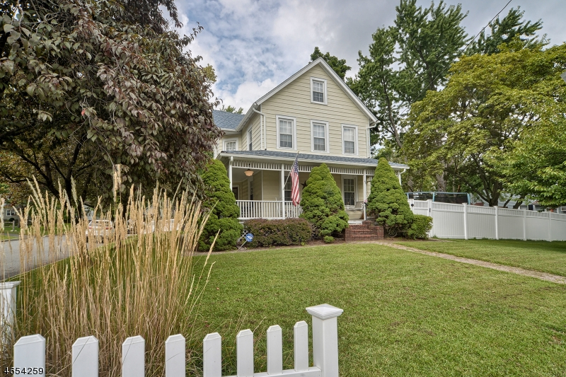 Частный односемейный дом для того Продажа на 49 Boonton Avenue Butler, Нью-Джерси 07405 Соединенные Штаты