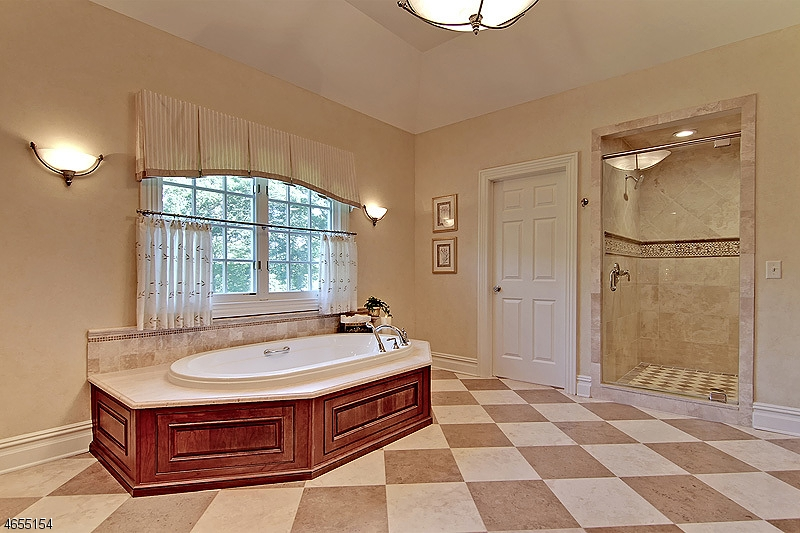 Additional photo for property listing at 56 Will Lane  Watchung, New Jersey 07069 États-Unis