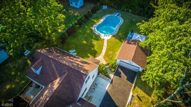 独户住宅 为 销售 在 125 Passaic Avenue 罗斯兰德, 新泽西州 07068 美国