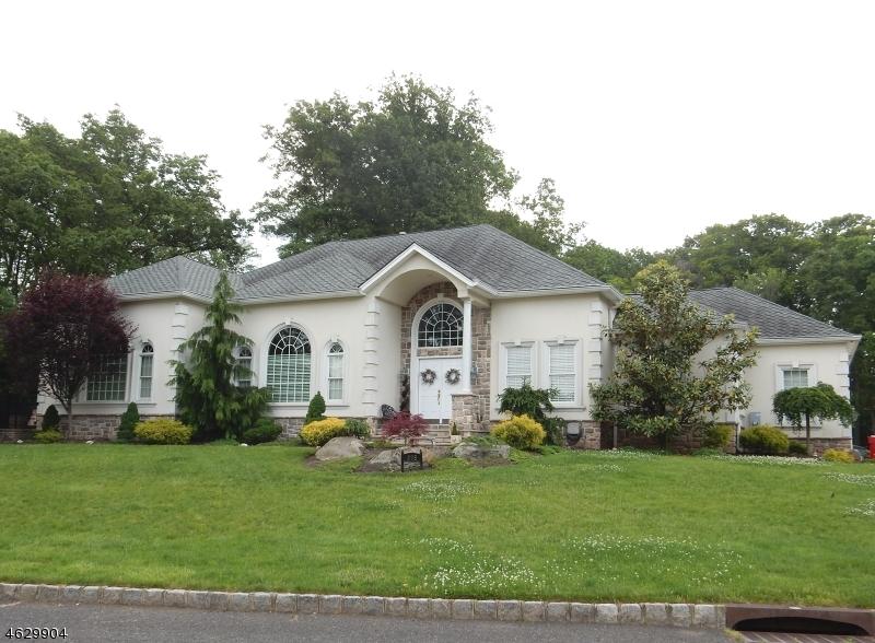 Частный односемейный дом для того Продажа на 295 LAUREL LANE Clark, 07066 Соединенные Штаты