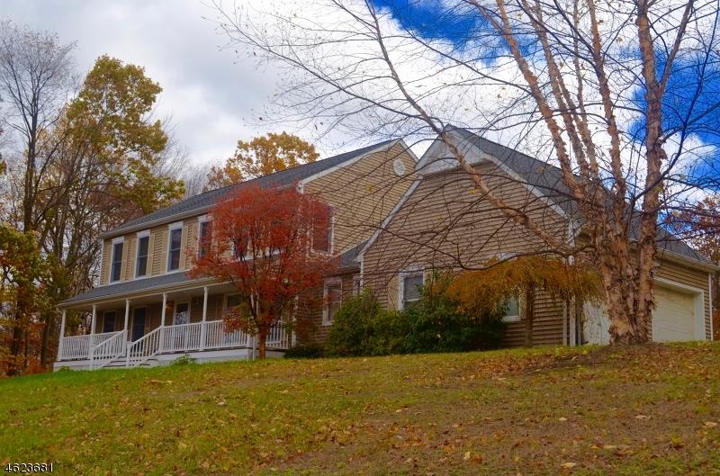 Maison unifamiliale pour l Vente à 54 Skyline Drive Sparta, New Jersey 07871 États-Unis