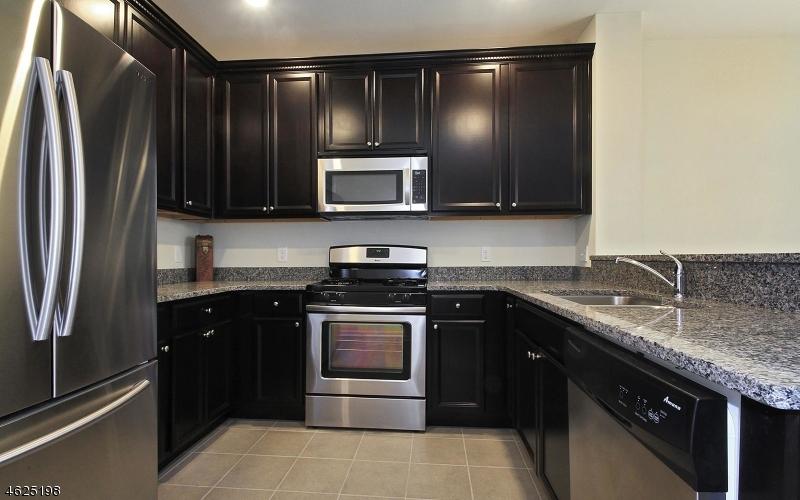 Частный односемейный дом для того Продажа на 19 Dahlia Lane Garfield, 07026 Соединенные Штаты
