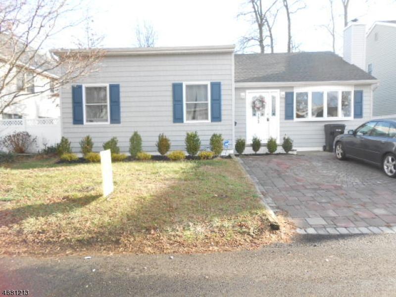 Частный односемейный дом для того Продажа на 293 Furman Blvd Keyport, Нью-Джерси 07735 Соединенные Штаты