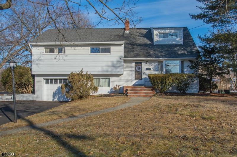Single Family Home for Sale at 16 Slingerland Avenue Pequannock, 07440 United States