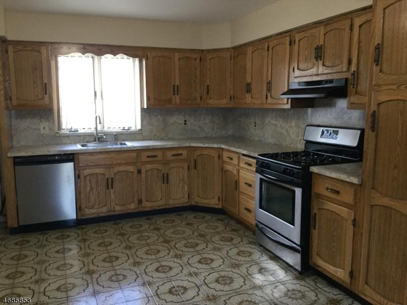 Maison unifamiliale pour l à louer à 371 Outwater Lane Saddle Brook, New Jersey 07663 États-Unis