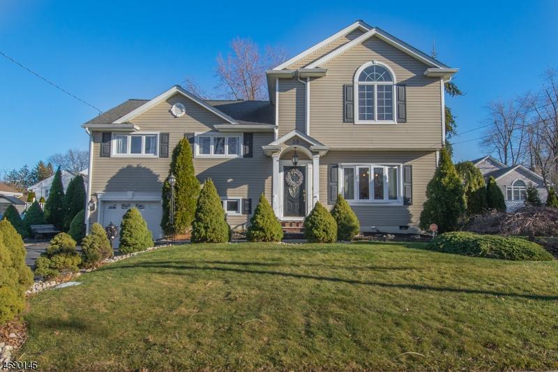 Частный односемейный дом для того Продажа на Address Not Available Cedar Grove, 07009 Соединенные Штаты