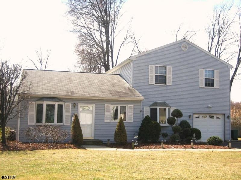 Maison unifamiliale pour l à louer à 24 Chrome Court Parsippany, New Jersey 07054 États-Unis