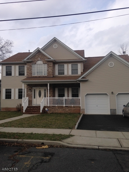 واحد منزل الأسرة للـ Sale في 150 Carolyn Avenue Colonia, New Jersey 07067 United States