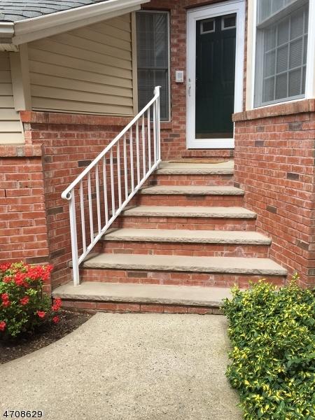 独户住宅 为 销售 在 18 VARICK WAY 罗斯兰德, 新泽西州 07068 美国