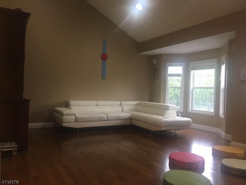 Maison unifamiliale pour l à louer à Address Not Available Nutley, New Jersey 07110 États-Unis