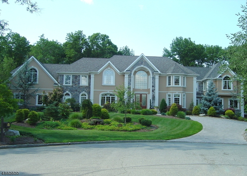 Single Family Home for Sale at 31 Trotters Lane Mahwah, New Jersey 07430 United States