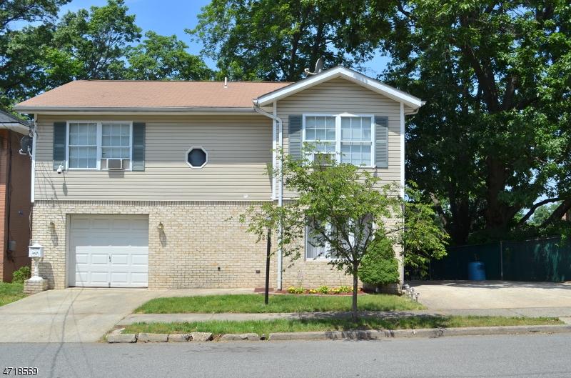 Частный односемейный дом для того Продажа на 323 Malcolm Avenue Garfield, Нью-Джерси 07026 Соединенные Штаты