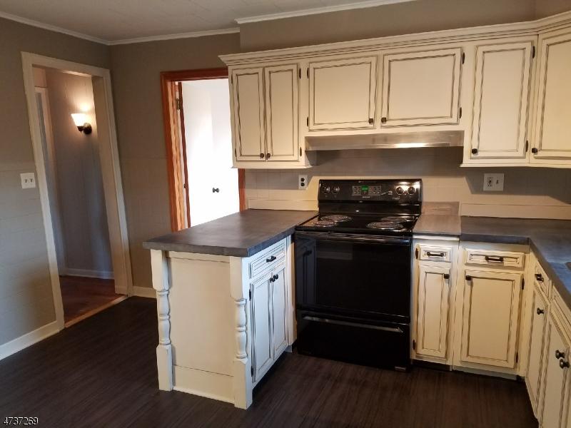 Частный односемейный дом для того Аренда на 56 John Place Manville, Нью-Джерси 08835 Соединенные Штаты