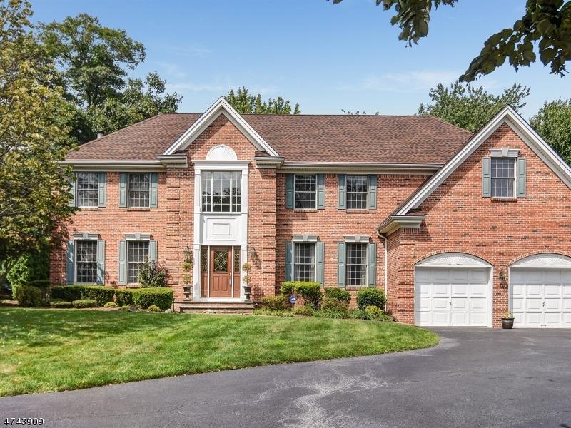 Частный односемейный дом для того Продажа на 10 McGuire Court Montvale, Нью-Джерси 07645 Соединенные Штаты