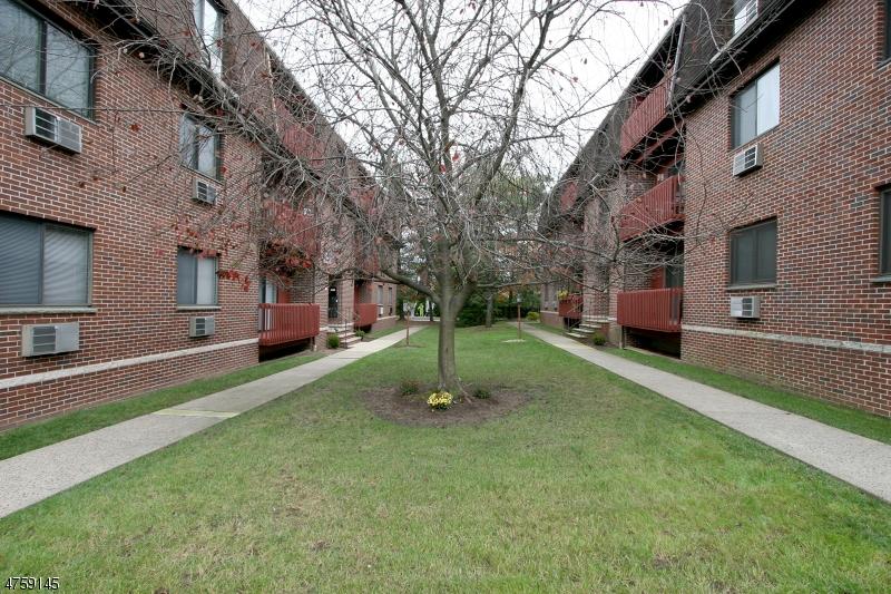 Частный односемейный дом для того Аренда на 666 Mill St, UNIT B-1 Belleville, Нью-Джерси 07109 Соединенные Штаты