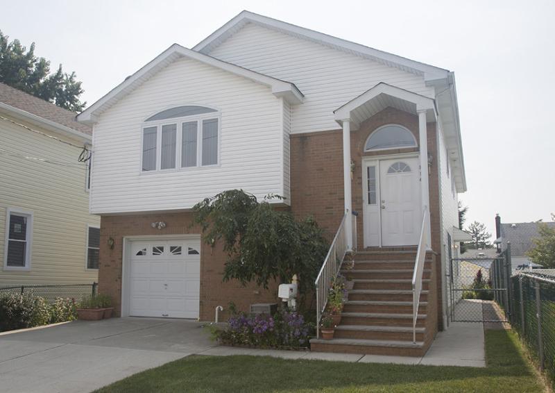 Casa Unifamiliar por un Alquiler en 716 Allen Street Linden, Nueva Jersey 07036 Estados Unidos