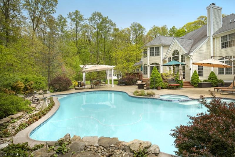 Частный односемейный дом для того Продажа на 42 Calais Road 42 Calais Road Mendham, Нью-Джерси 07945 Соединенные Штаты