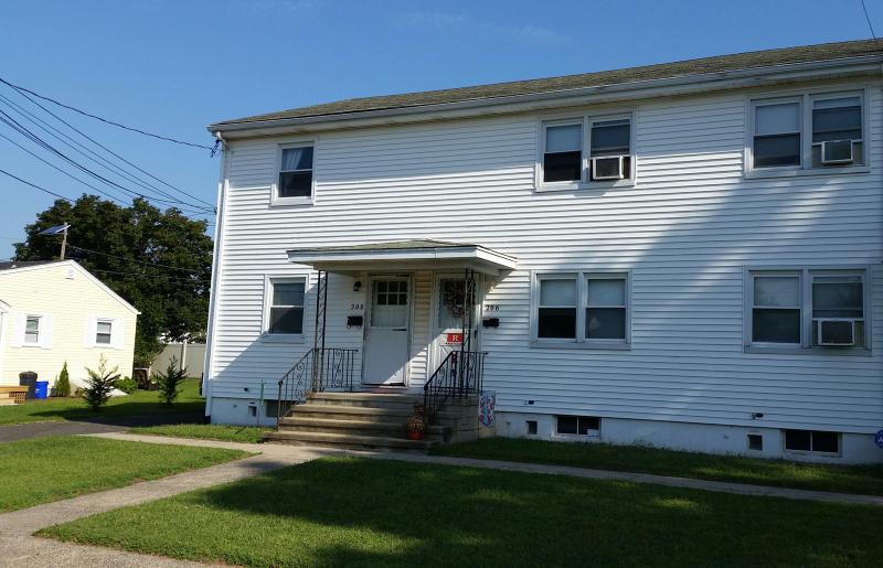 Maison unifamiliale pour l à louer à 208 Jackson Avenue Manville, New Jersey 08835 États-Unis