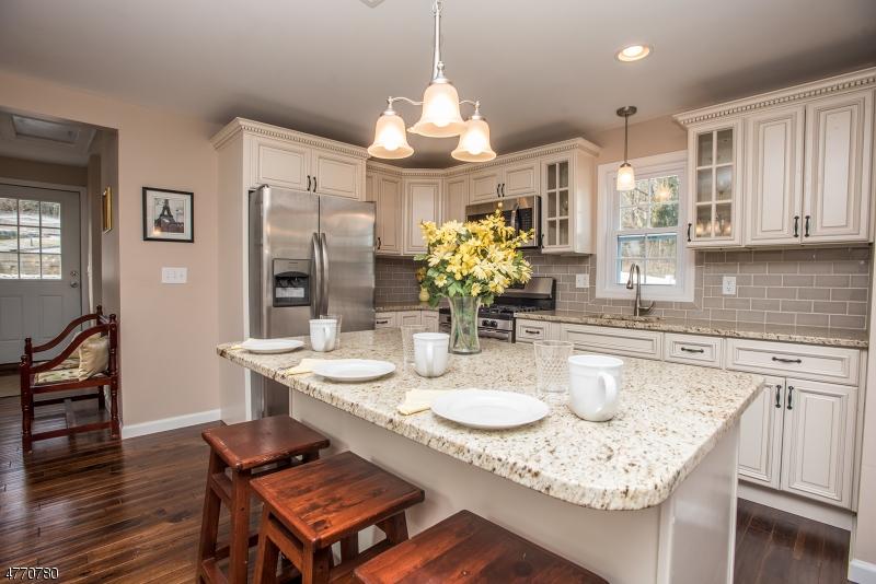 Casa Unifamiliar por un Venta en 40 Center Street Netcong, Nueva Jersey 07857 Estados Unidos