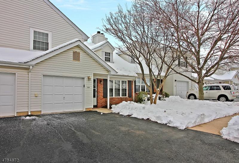 Casa Unifamiliar por un Venta en 238 Tintern Court Franklin, Nueva Jersey 08873 Estados Unidos