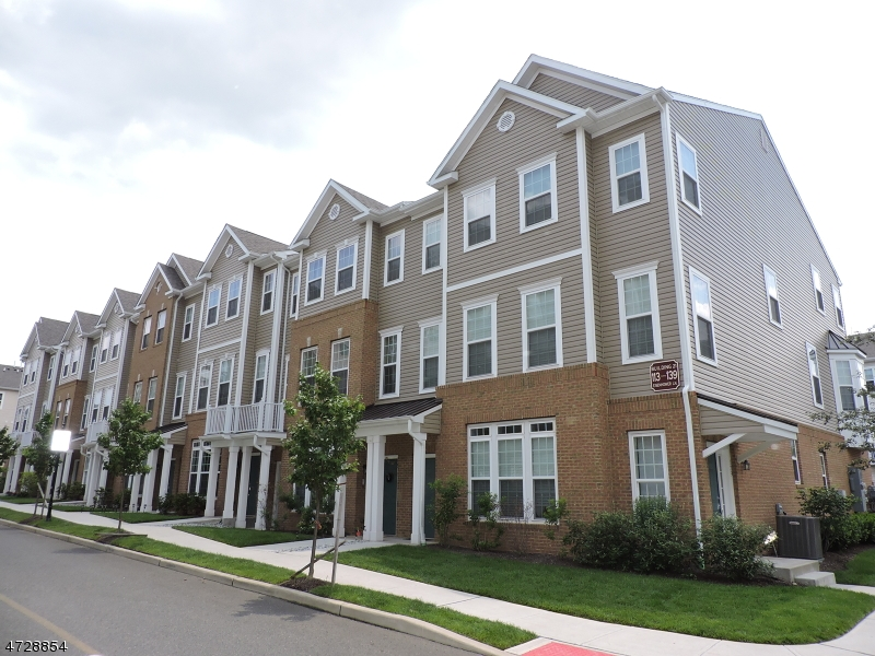 独户住宅 为 销售 在 133 Eisenhower Lane Wood Ridge, 新泽西州 07075 美国