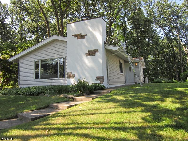 Casa Unifamiliar por un Alquiler en 18 W Lake Shore Drive Rockaway, Nueva Jersey 07866 Estados Unidos