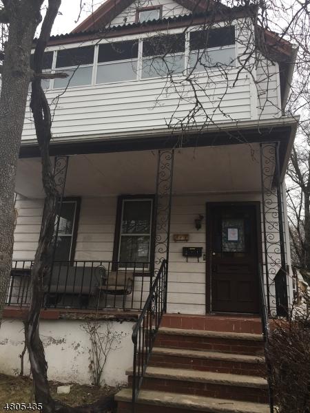 Casa multifamiliare per Vendita alle ore 5 S Demarest Avenue Bergenfield, New Jersey 07621 Stati Uniti