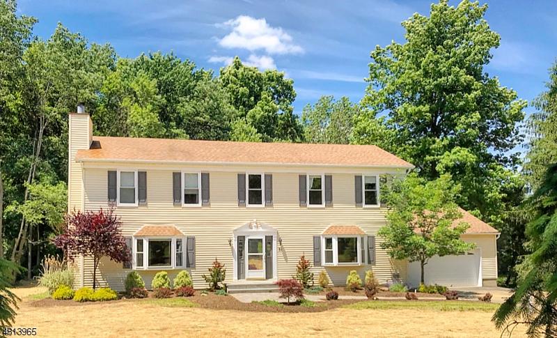 Maison unifamiliale pour l Vente à 31 CALAIS Road Randolph, New Jersey 07869 États-Unis