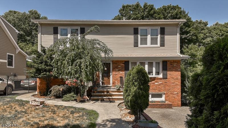 Nhà ở một gia đình vì Bán tại 112 MYRTLE Avenue Cedar Grove, New Jersey 07009 Hoa Kỳ