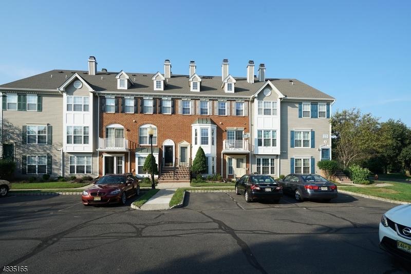 Property pour l Vente à 304 strull Court Bridgewater, New Jersey 08807 États-Unis