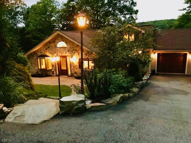 Casa Unifamiliar por un Venta en 10 LAKESIDE Trail Kinnelon, Nueva Jersey 07405 Estados Unidos