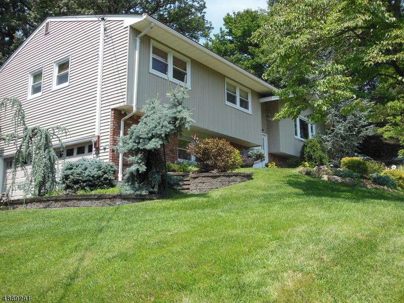 Частный односемейный дом для того Продажа на 11 MICHAEL Street Woodcliff Lake, Нью-Джерси 07677 Соединенные Штаты
