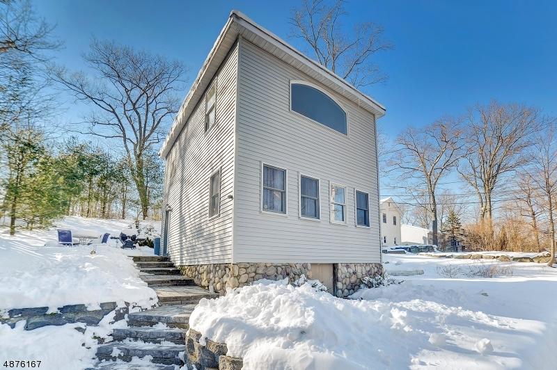独户住宅 为 销售 在 21 TANSBORO Road 西米尔福德, 新泽西州 07421 美国