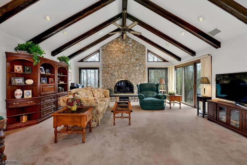 Single Family Homes per Vendita alle ore Glen Gardner, New Jersey 08826 Stati Uniti