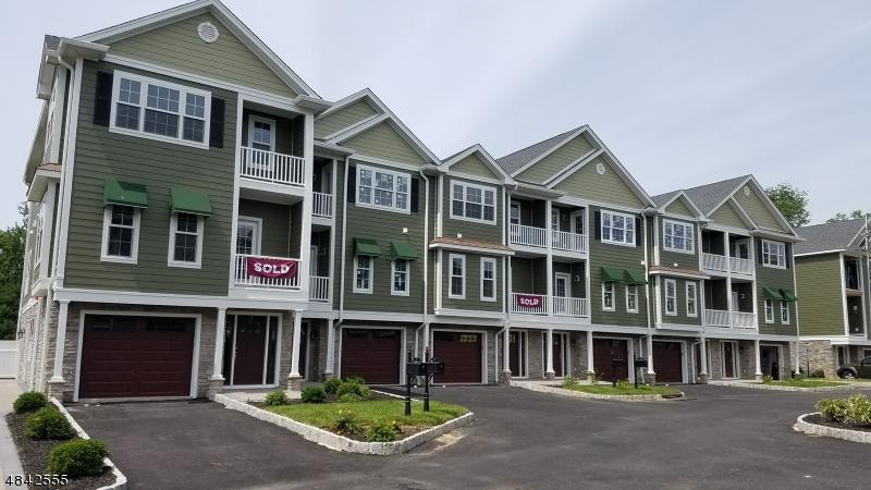 Condominio/ Casa de pueblo por un Venta en Fairfield, Nueva Jersey 07004 Estados Unidos