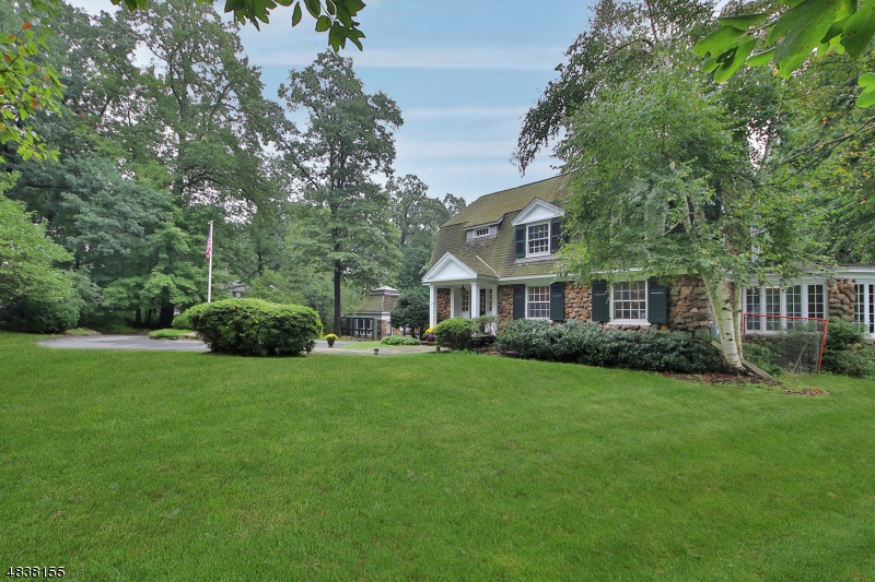 Single Family Homes für Verkauf beim Essex Fells, New Jersey 07021 Vereinigte Staaten