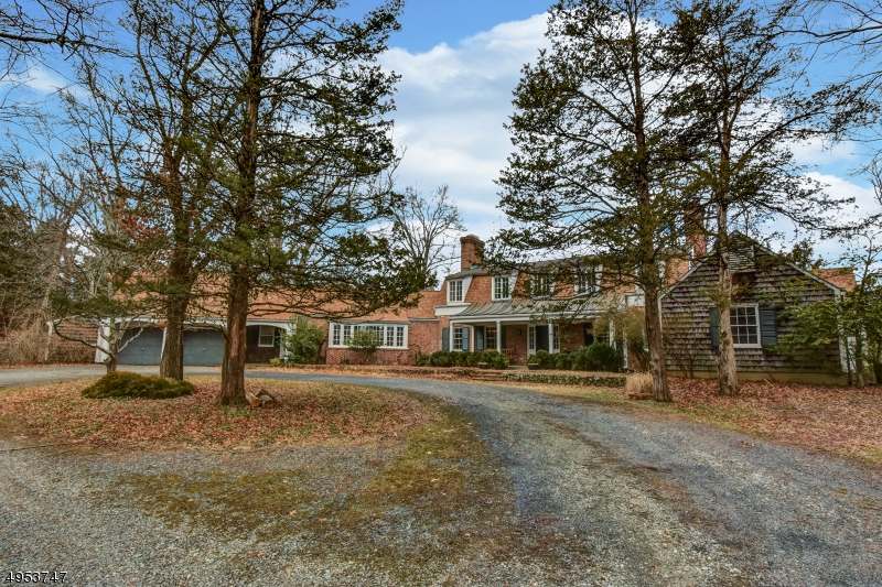Single Family Homes для того Продажа на Bedminster, Нью-Джерси 07921 Соединенные Штаты