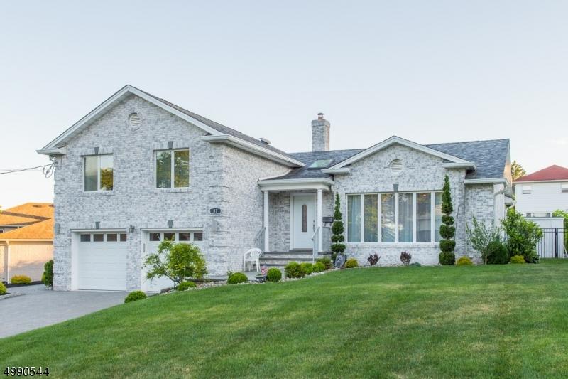 Single Family Homes のために 売買 アット Clifton, ニュージャージー 07013 アメリカ