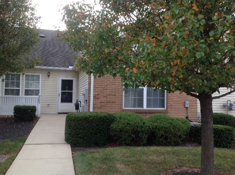 Частный односемейный дом для того Аренда на 13 Chandler Court Hillsborough, Нью-Джерси 08844 Соединенные Штаты