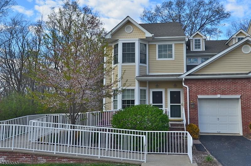 Maison unifamiliale pour l Vente à 22 Dylan Drive Sparta, New Jersey 07871 États-Unis