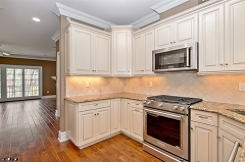 Additional photo for property listing at 3 Schmidt Circle  Watchung, Нью-Джерси 07069 Соединенные Штаты