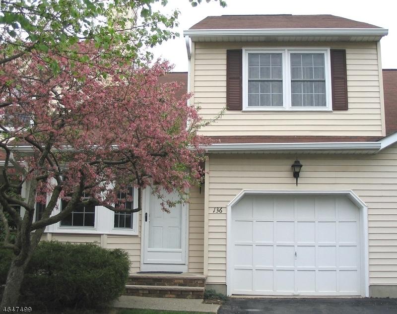 Maison unifamiliale pour l Vente à 136 Wagon Wheel Road Sparta, New Jersey 07871 États-Unis