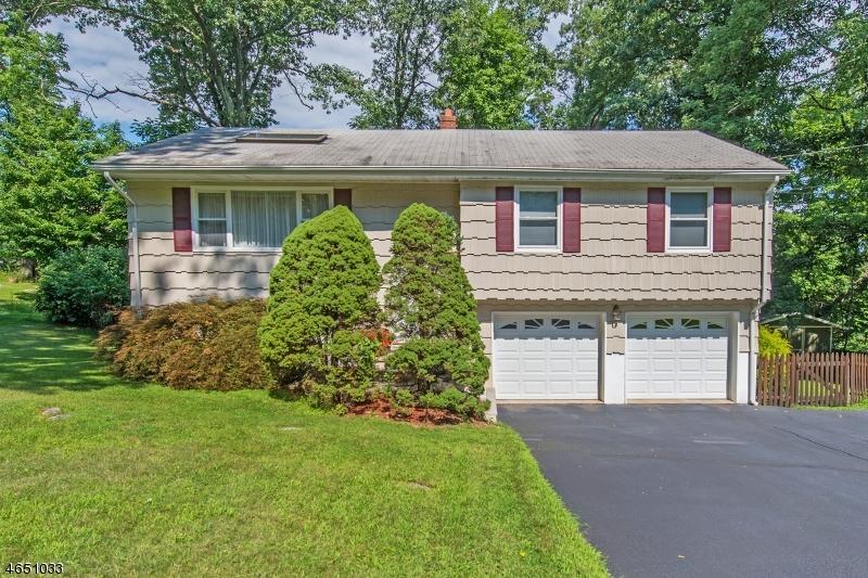 Maison unifamiliale pour l Vente à 7 Alpine Drive Butler, New Jersey 07405 États-Unis