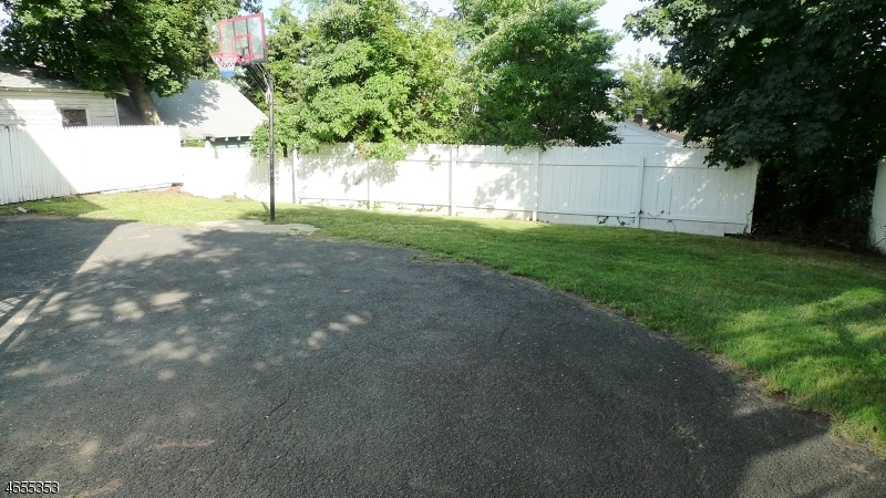 Additional photo for property listing at 28 Birch Street  West Orange, New Jersey 07052 États-Unis