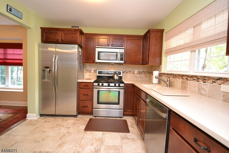 Additional photo for property listing at 39 Hickory Way  Mount Arlington, Нью-Джерси 07856 Соединенные Штаты