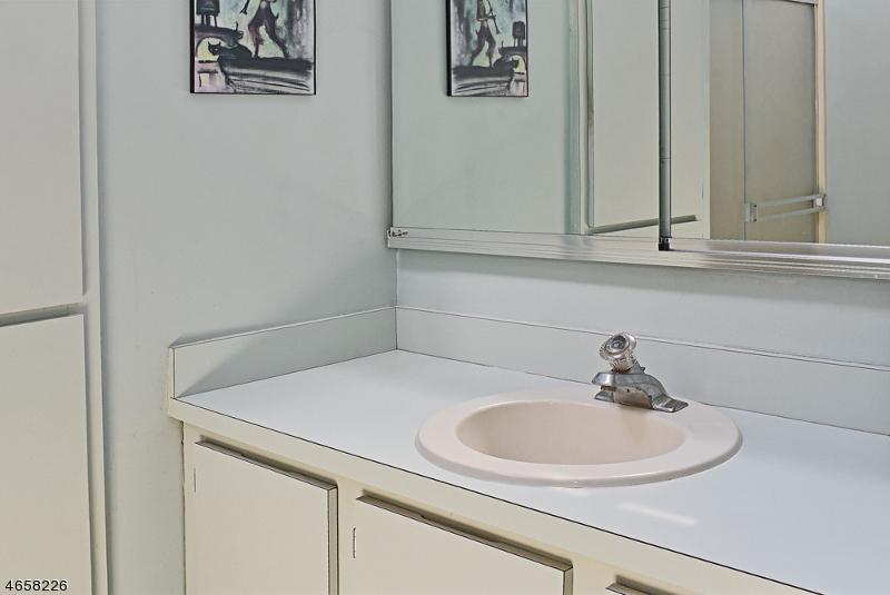 Additional photo for property listing at 2 Carolyn Court  Morristown, Нью-Джерси 07960 Соединенные Штаты