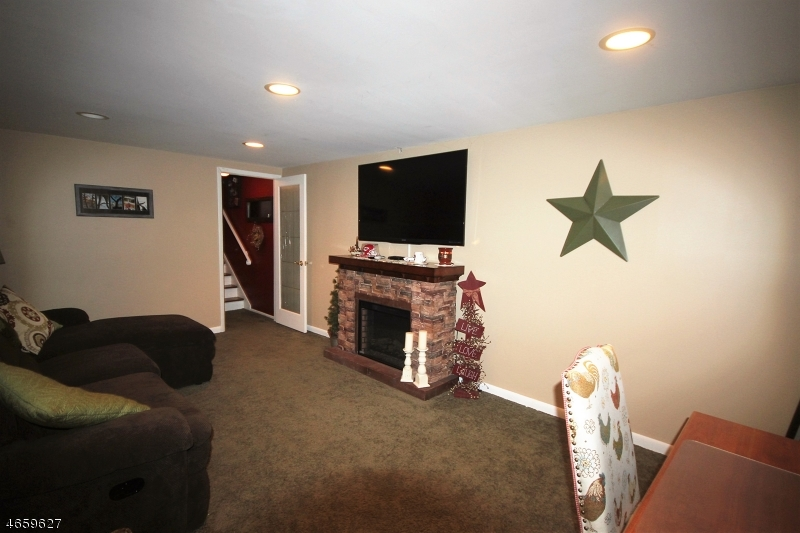 Additional photo for property listing at 18 Dena Drive  Wanaque, Нью-Джерси 07465 Соединенные Штаты