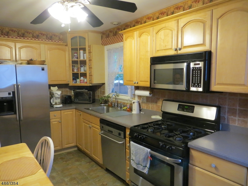 Additional photo for property listing at 320 Hoover Avenue  Edison, Нью-Джерси 08837 Соединенные Штаты