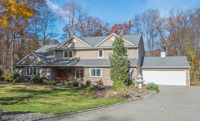 Частный односемейный дом для того Продажа на 17 Howell Street Whippany, Нью-Джерси 07981 Соединенные Штаты
